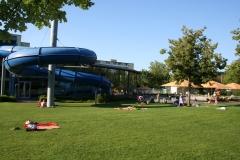 Schwimmvergnügen mit Rutsche, Klein-Kindbereich und 50-Meter-Becken im Basinus-Bad in Bensheim (Schwimmbad + Freibad)
