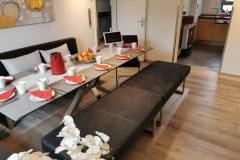 Essbereich mit Zugang zur Küche
