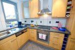 Eine separate Küche mit Vollausstattung
