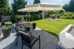 Eine Sonnen-Terrasse mit Relax-Garten