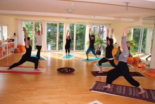 Erholsamer Entspannungsabend mit Afterwork-Yoga im Studio