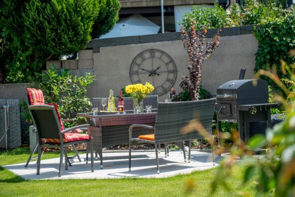 Bei schönem Wetter auch in unserem gepflegten Garten entspannen - Monteurzimmer Ludwigshafen
