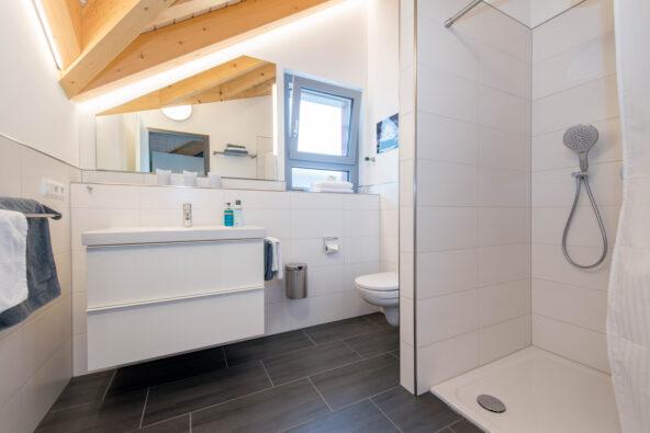 """Komfortables Badezimmer in der Premium-Ferienwohnung """"Dach-Loft"""" bei Heppenheim"""